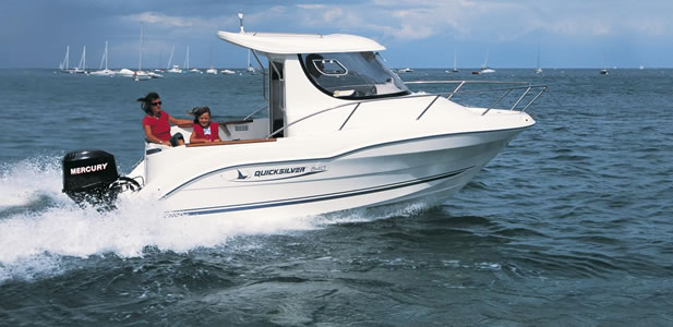 Pilothouse 530 con motor Mariner 60 hp